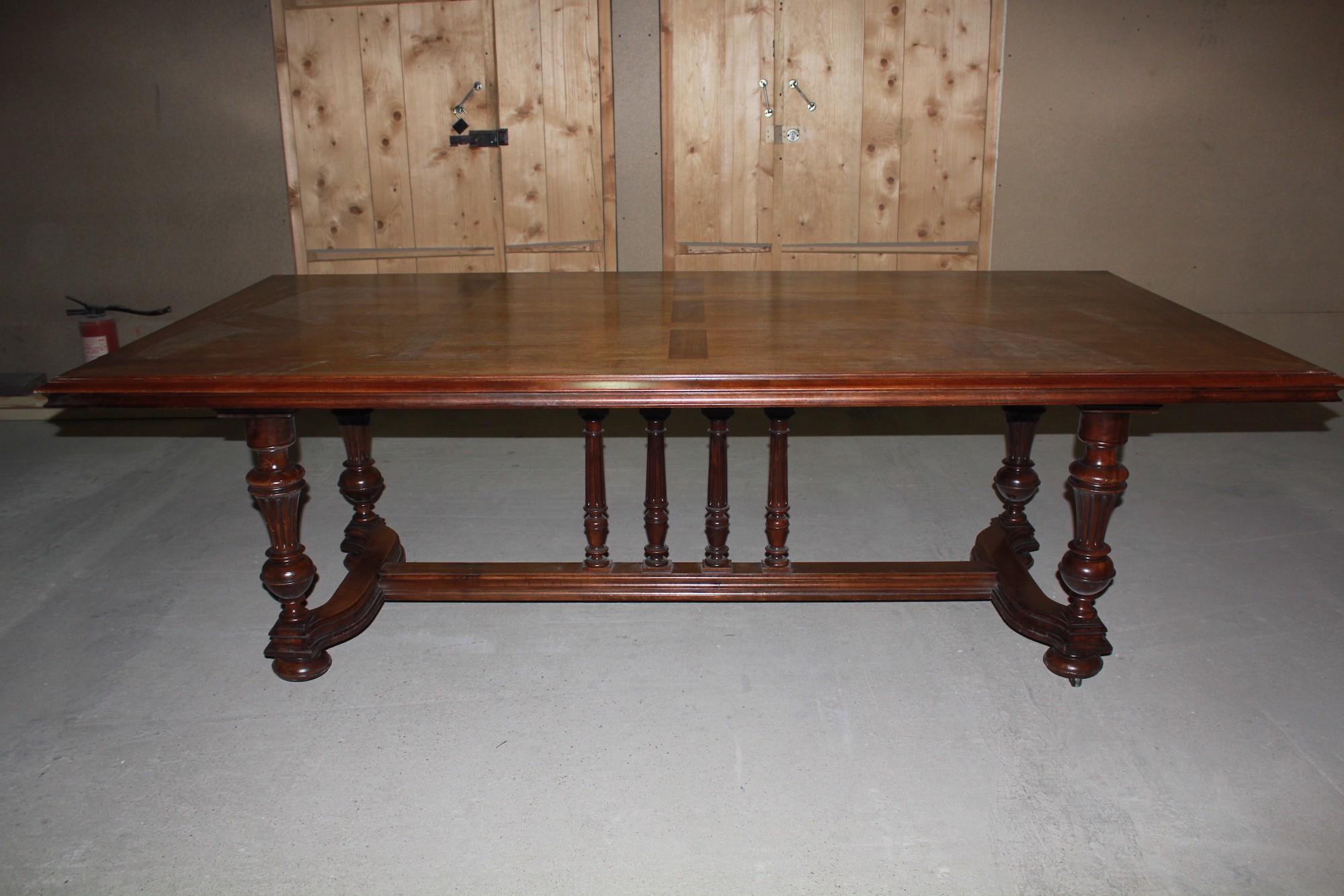 Большой старинный обеденный стол. Франция, 19 век