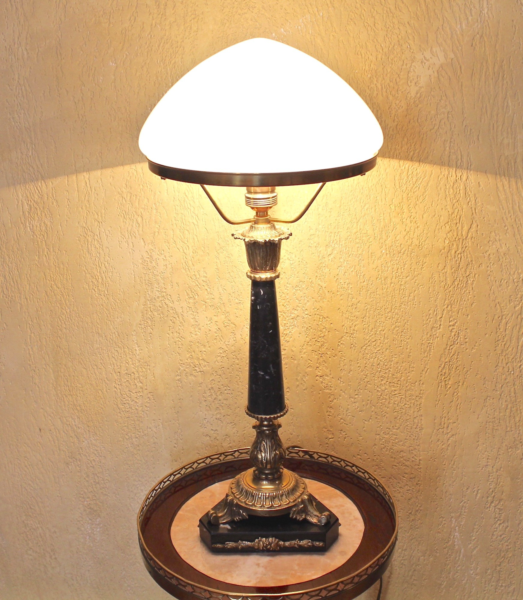 Антикварная настольная лампа в стиле Ампир