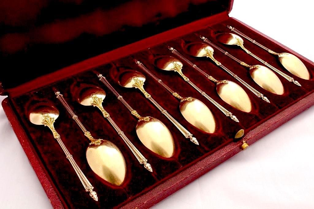 Старинные серебряные чайные ложки в футляре