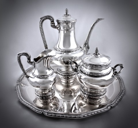 Серебряный чайно-кофейный сервиз на подносе