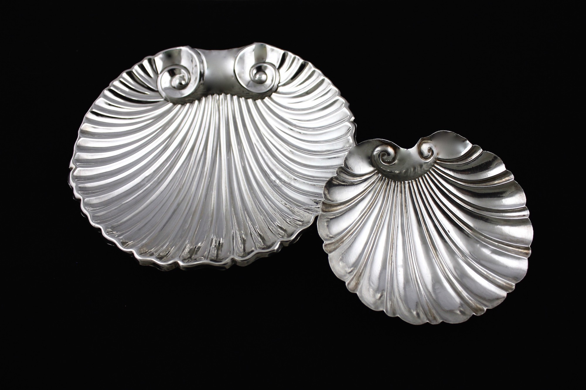 Серебряные масленка с икорницей