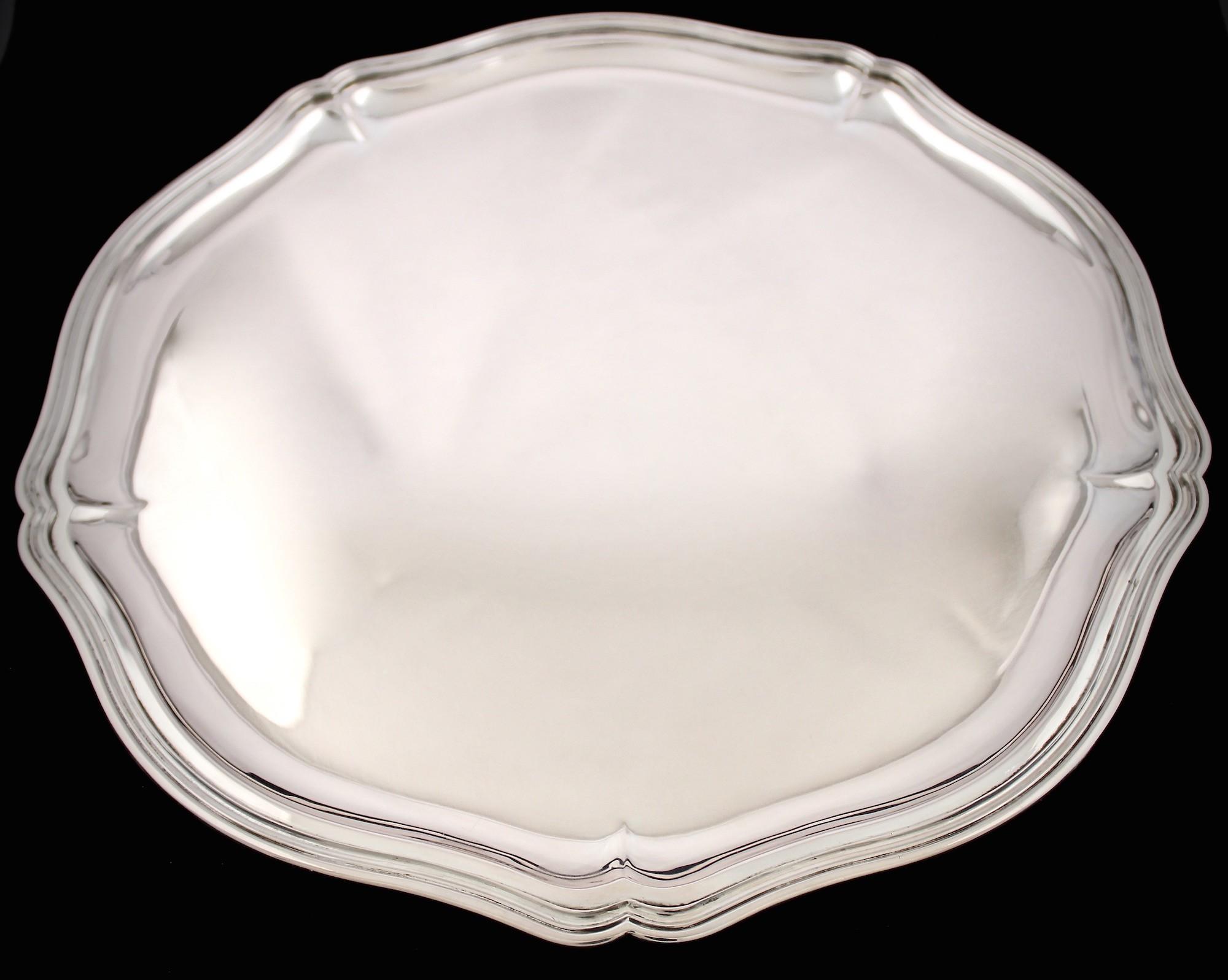Красивый серебряный поднос