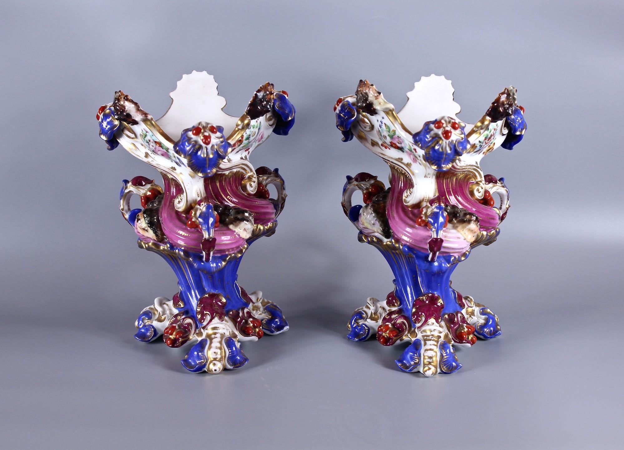 Парные фарфоровые вазы