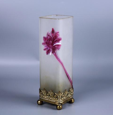 Старинная ваза для цветов в стиле Legras