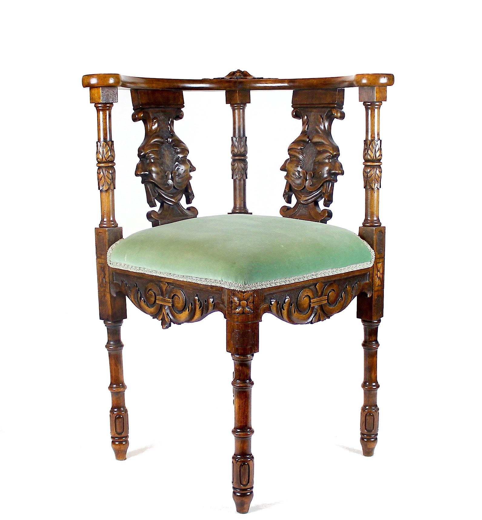 Красивое резное кресло