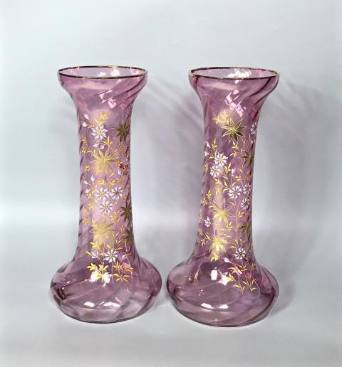 Парные высокие вазы
