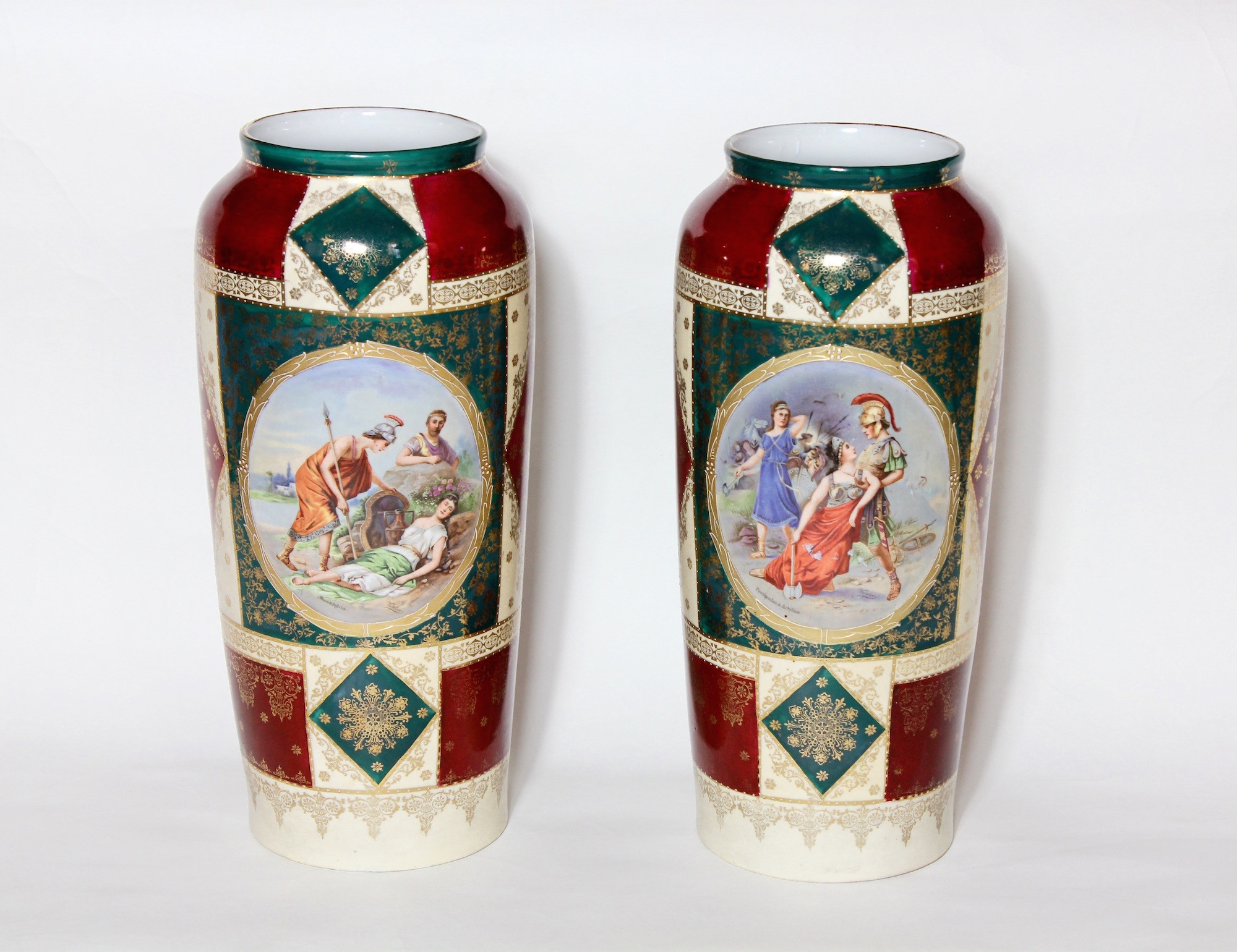 Крупные фарфоровые вазы.