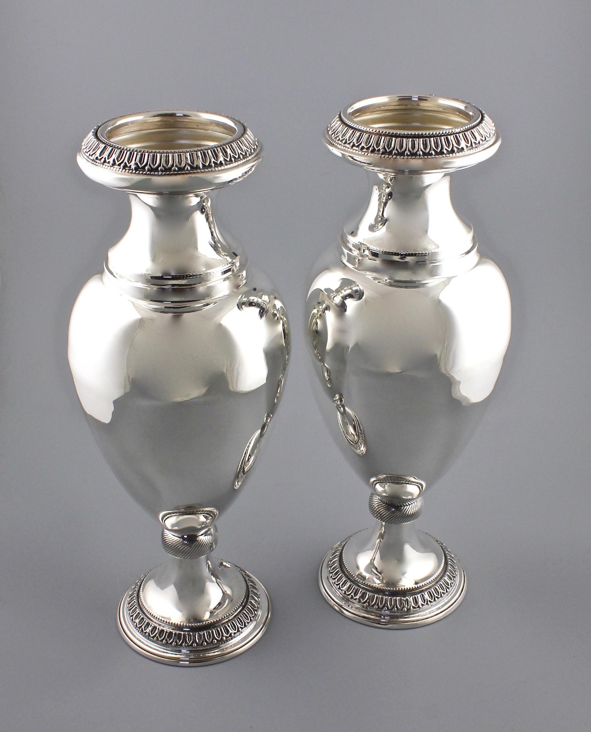 Парные серебряные вазы