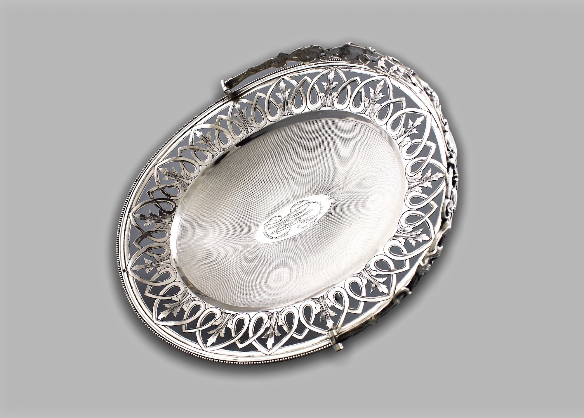 Серебряная сухарница с ручкой